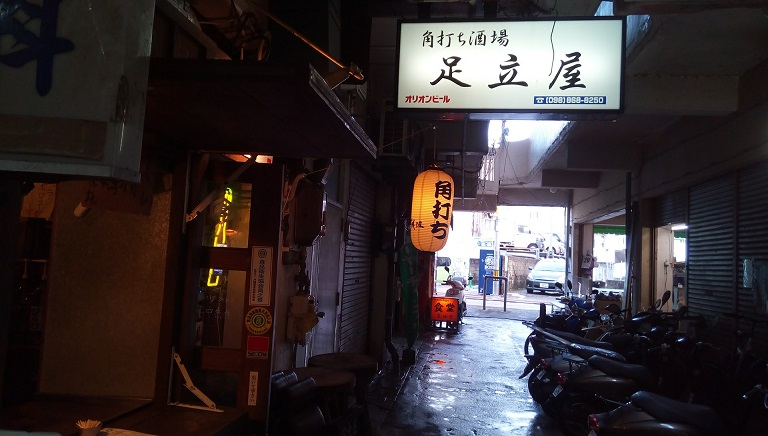 If you drink in Naha Adachiya is BEST! Three cups sake and a knob at 1,000 yen SENBERO