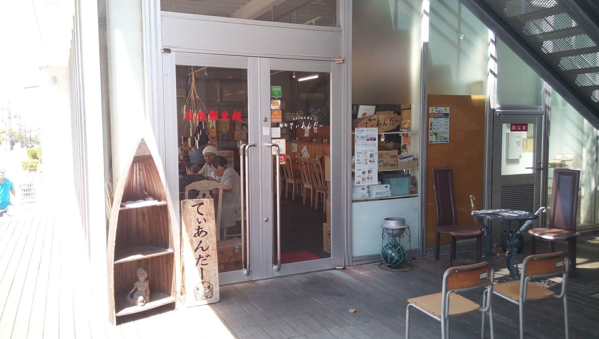 Teianda is Okinawa soba shop in Naha, its homemade handmade raw noodles that took time and is good