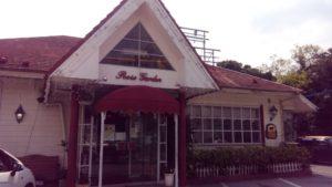 ローズガーデン、外国人のお客さんもたくさん集まる人気レストラン