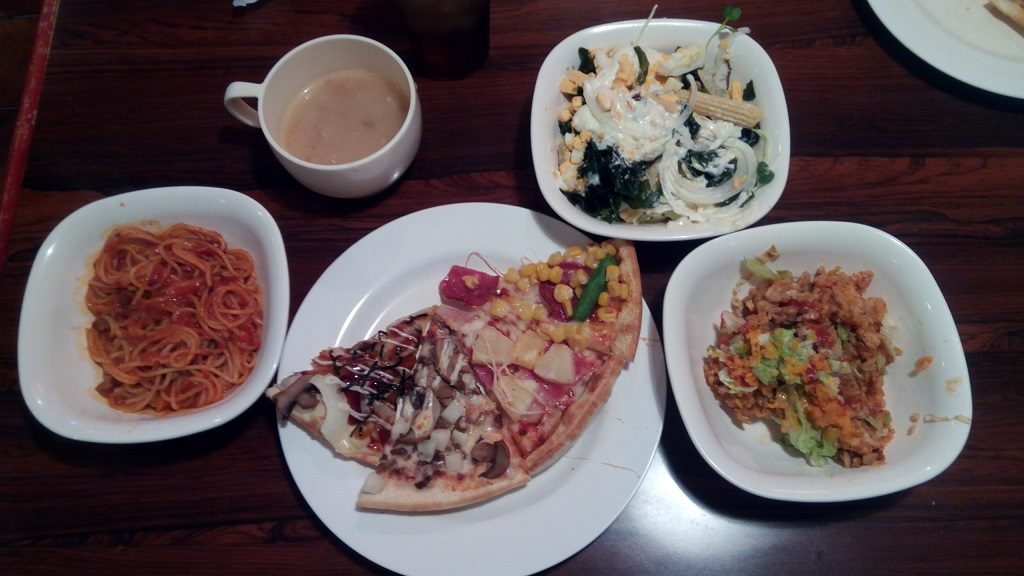 All-you-can-eat pasta, taco rice, soup and curry besides pizza 2