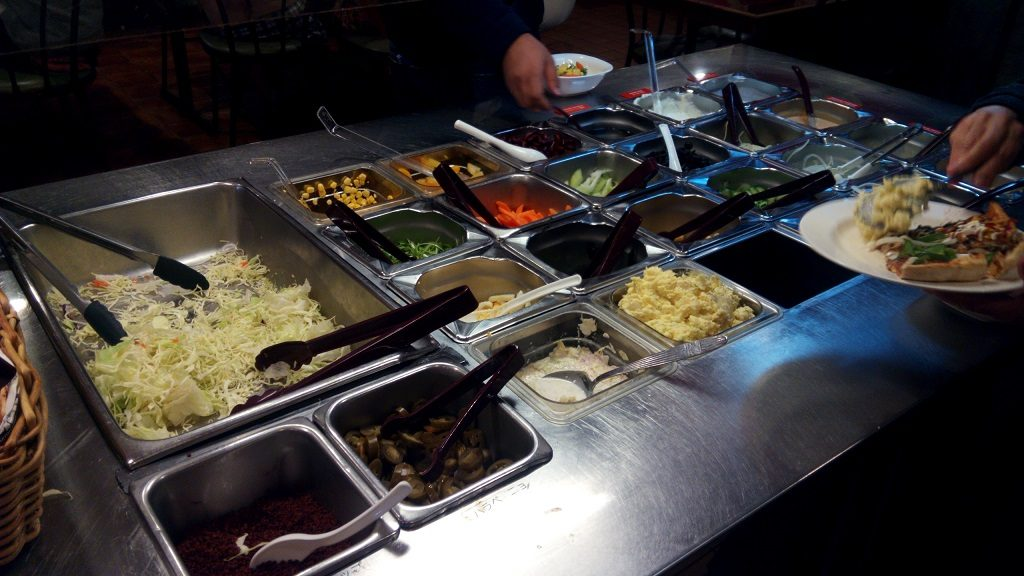 All-you-can-eat salad bar in Pizza in Okinawa