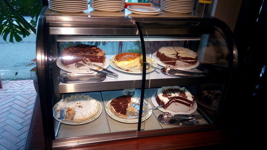 Jimmyのケーキ食べ放題1