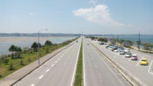 沖縄のドライブなら海中道路がおススメ、きれいな海を眺めながらのドライブが楽しめます
