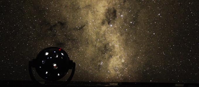 プラネタリウムの星空