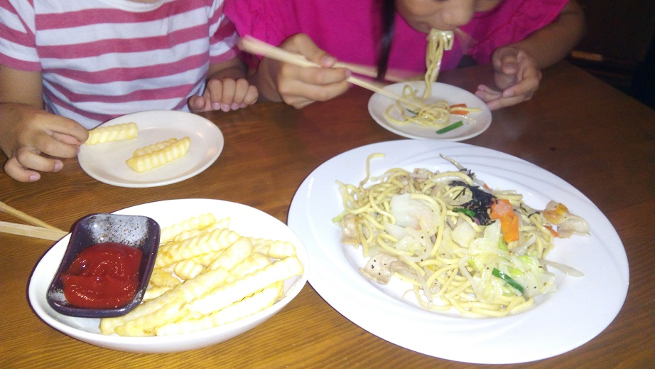There are abundant foods which kids as favorite in U-twui