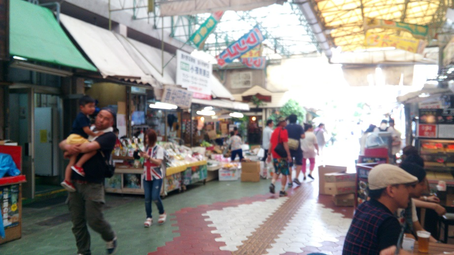 The atmosphere of the Makishi public market seen from Uotomo's open terrace 1