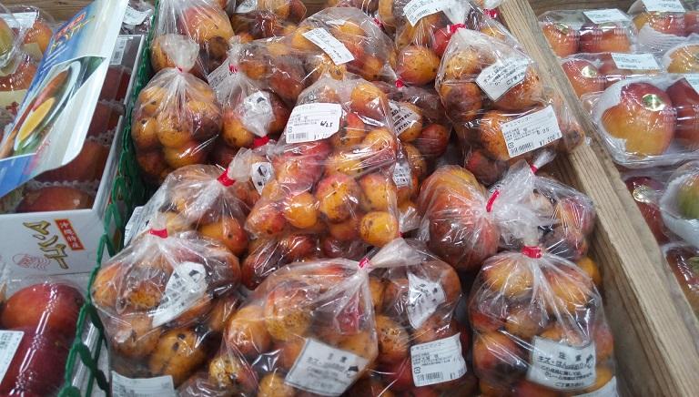 うまんちゅ市場で売られているミニマンゴー2