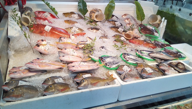 Fresh fishes in Fish center