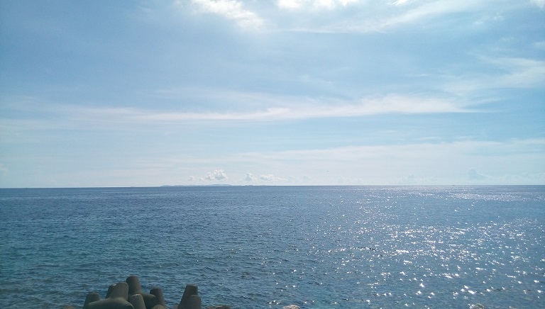the beautiful Okinawa sea in front of the soba shop 2