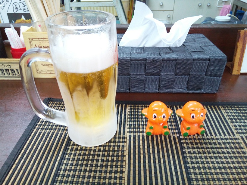 The draft beer and doll of an elephant