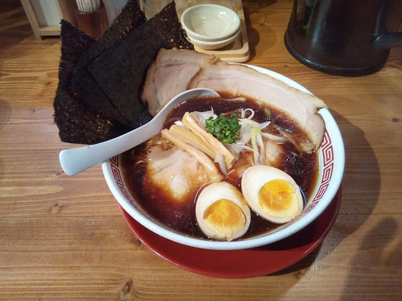 thick soy sauce ramen (all toppings 950 yen)