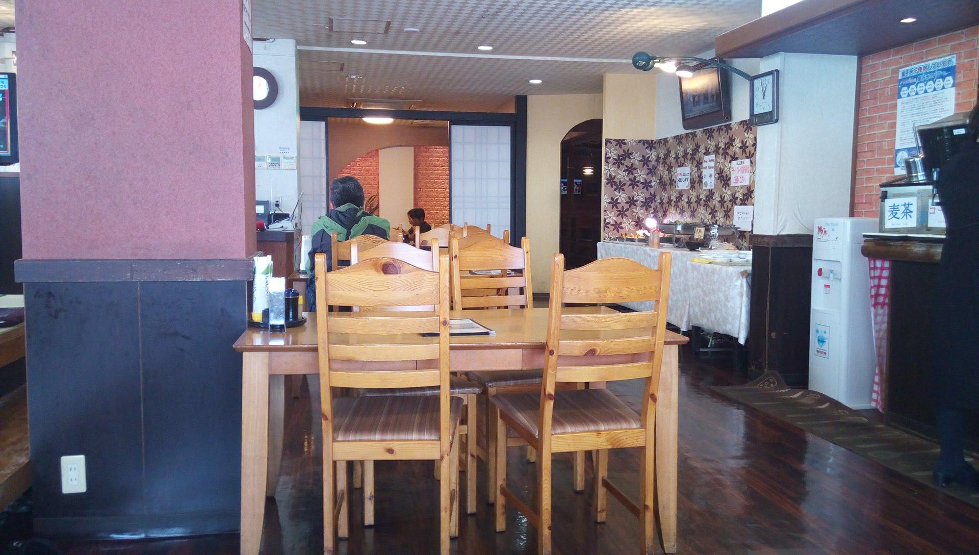 オークレストランの店内写真1