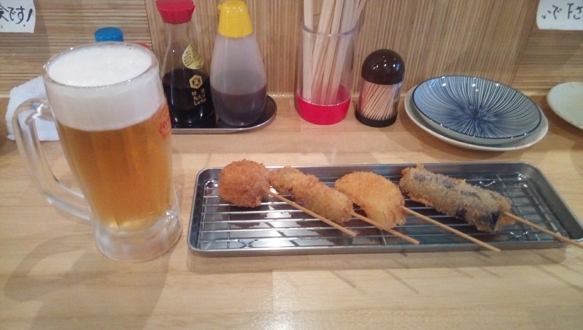 センベロの串揚げとビール