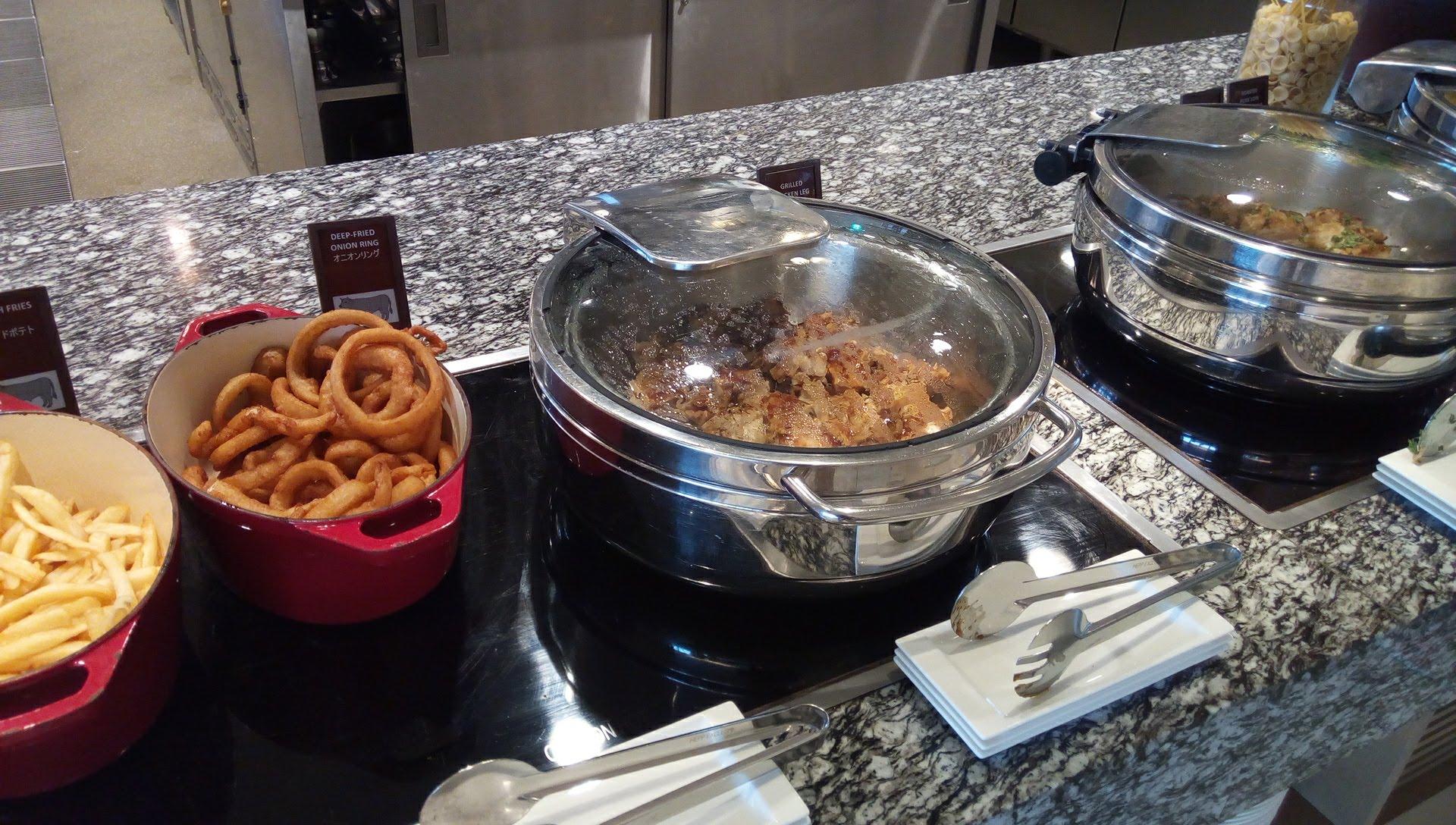 SURIYUNでの食べ放題の料理2