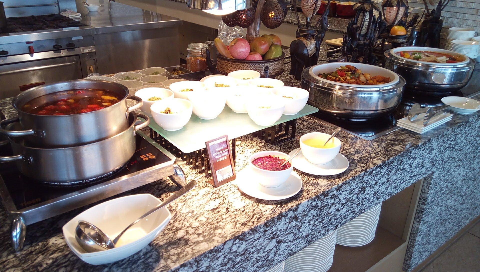 SURIYUNでの食べ放題の料理