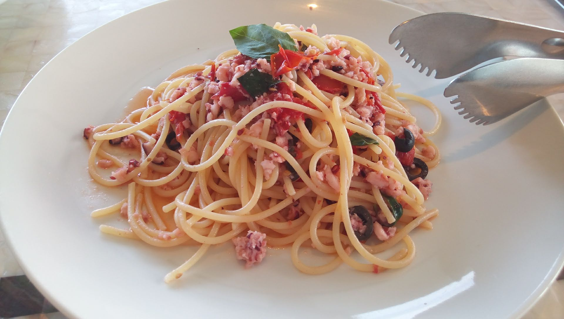 Pasta minced octopus with basil and dried tomatoes