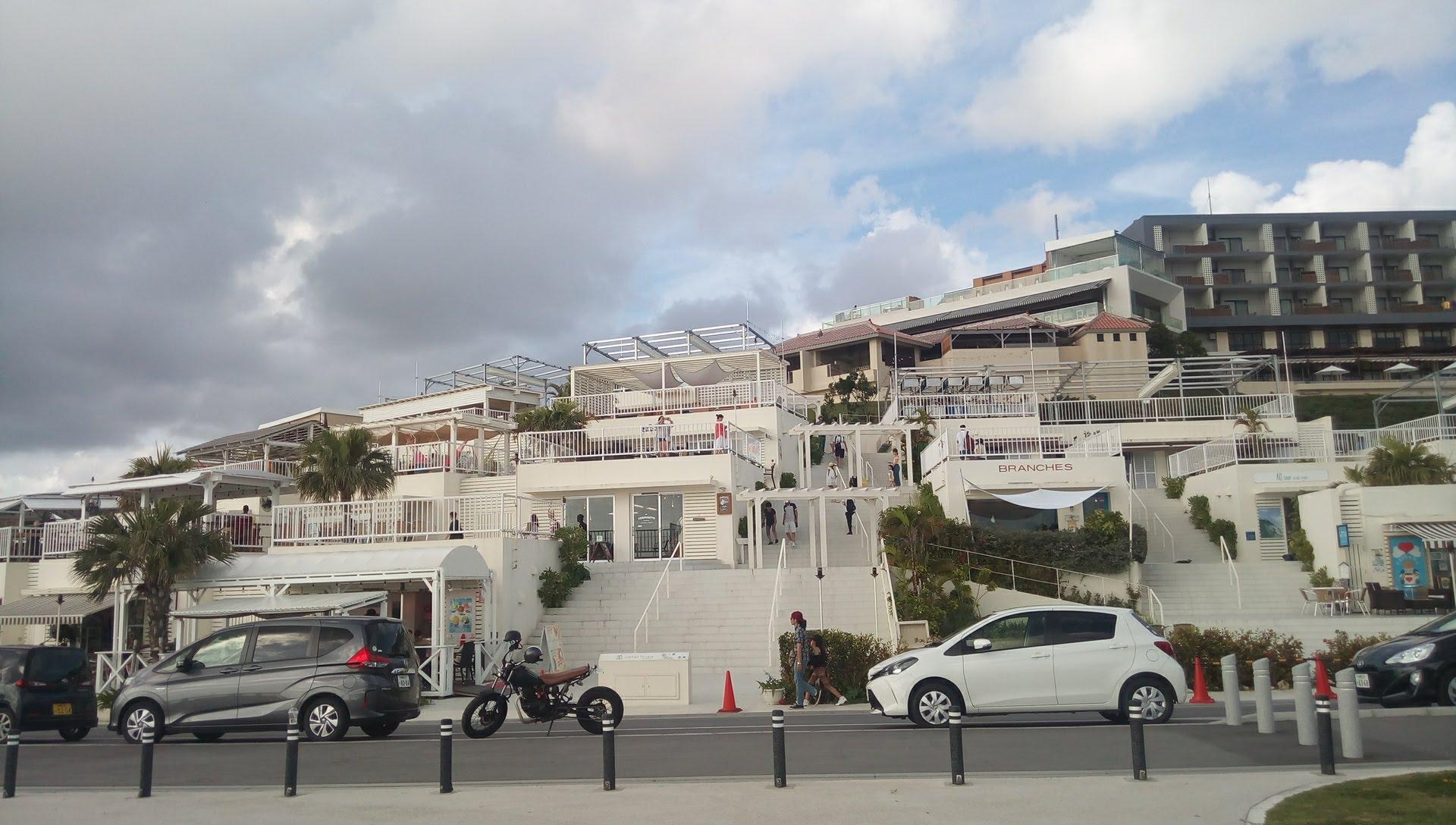 瀬長島のウミカジテラス
