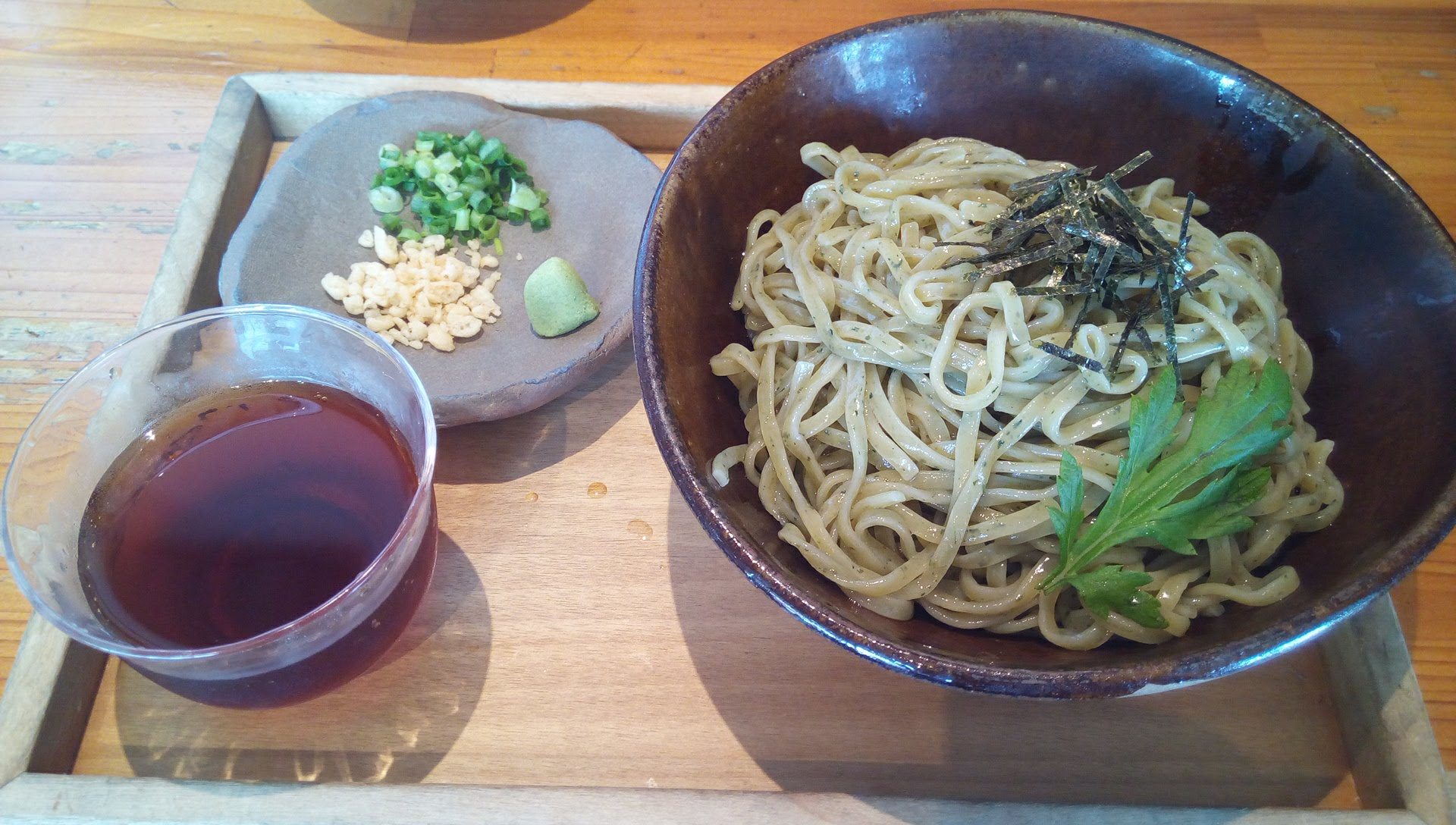 Chilled mugwort soba