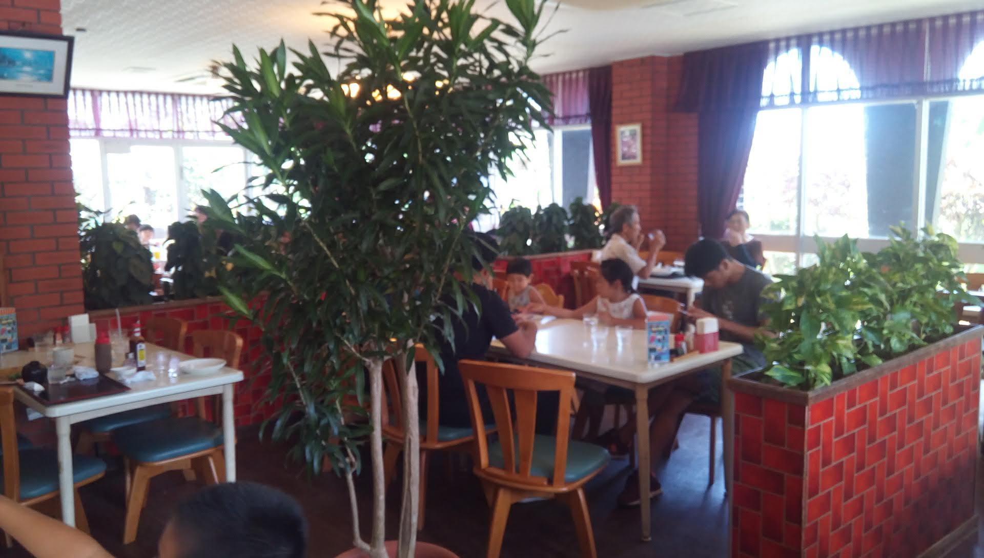 レストラン ハワイの店内写真1