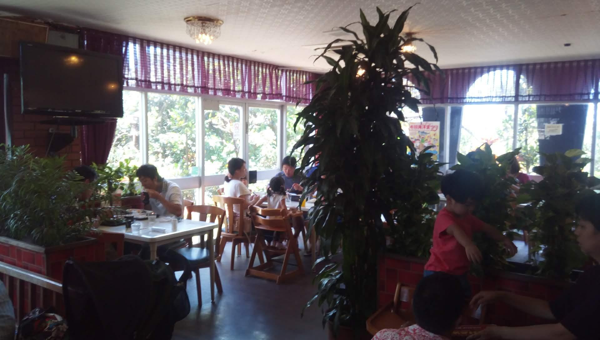 レストラン ハワイの店内写真2