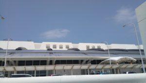那覇空港で安い料金で食べられる沖縄そばやチャンプルー定食のお店空港食堂