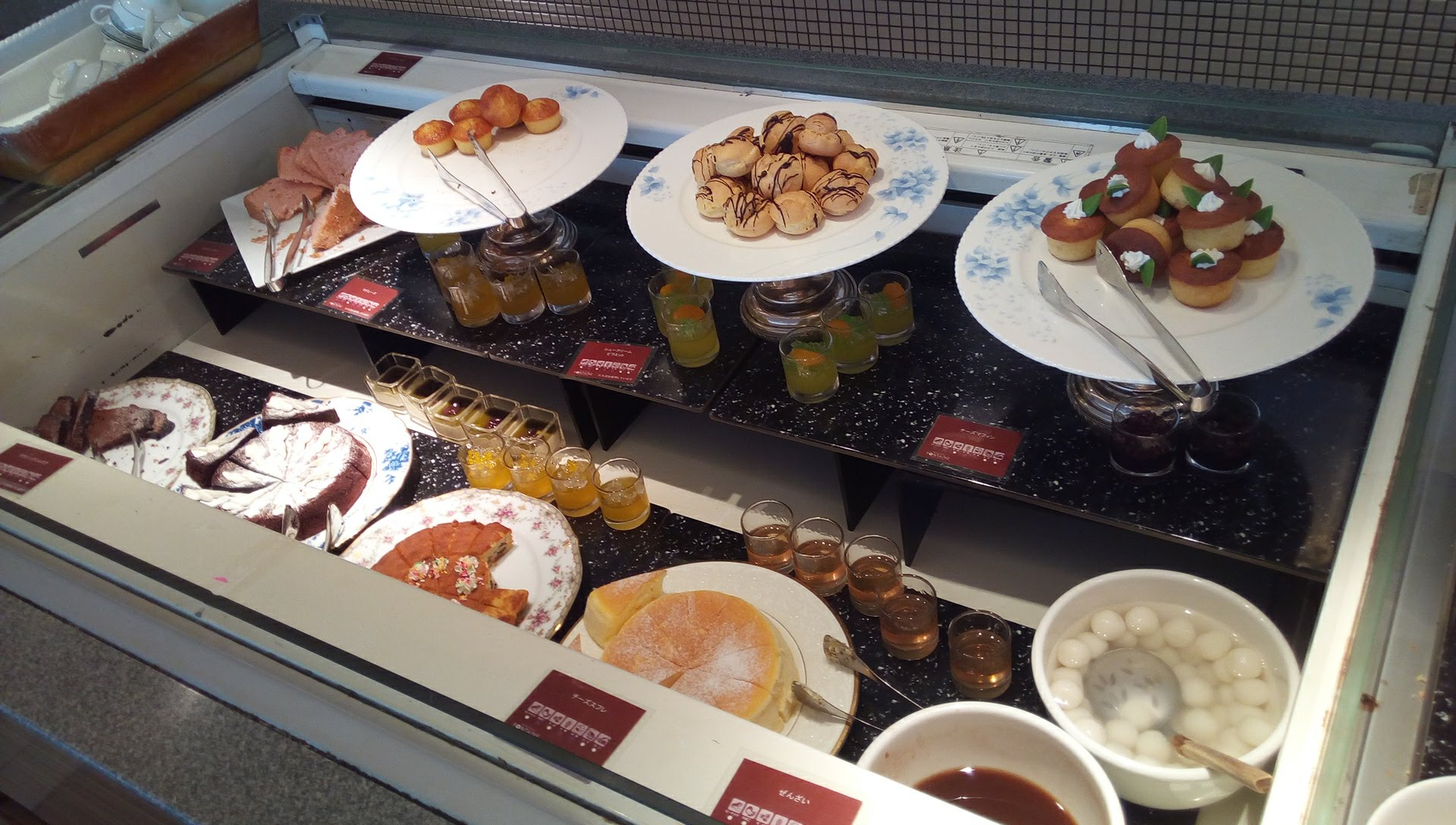 many kinds of sweets in Fontaine 1
