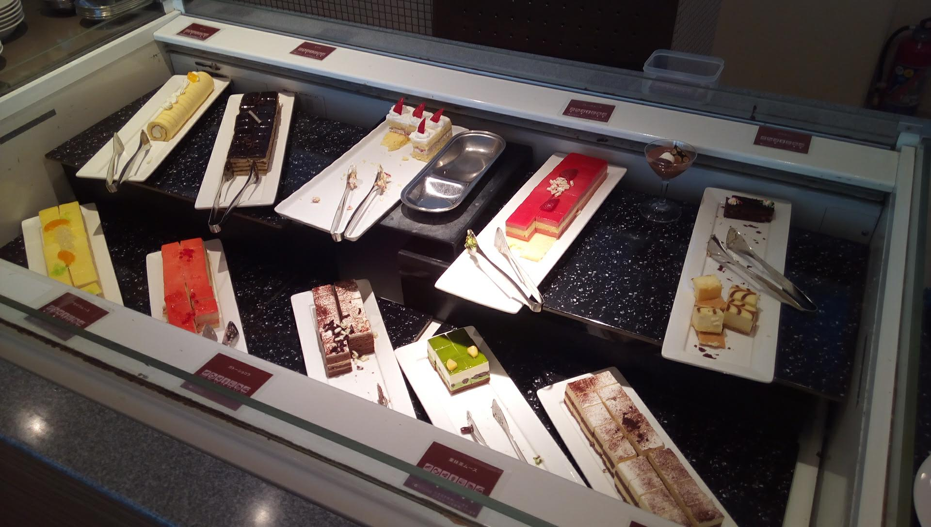 many kinds of sweets in Fontaine 2