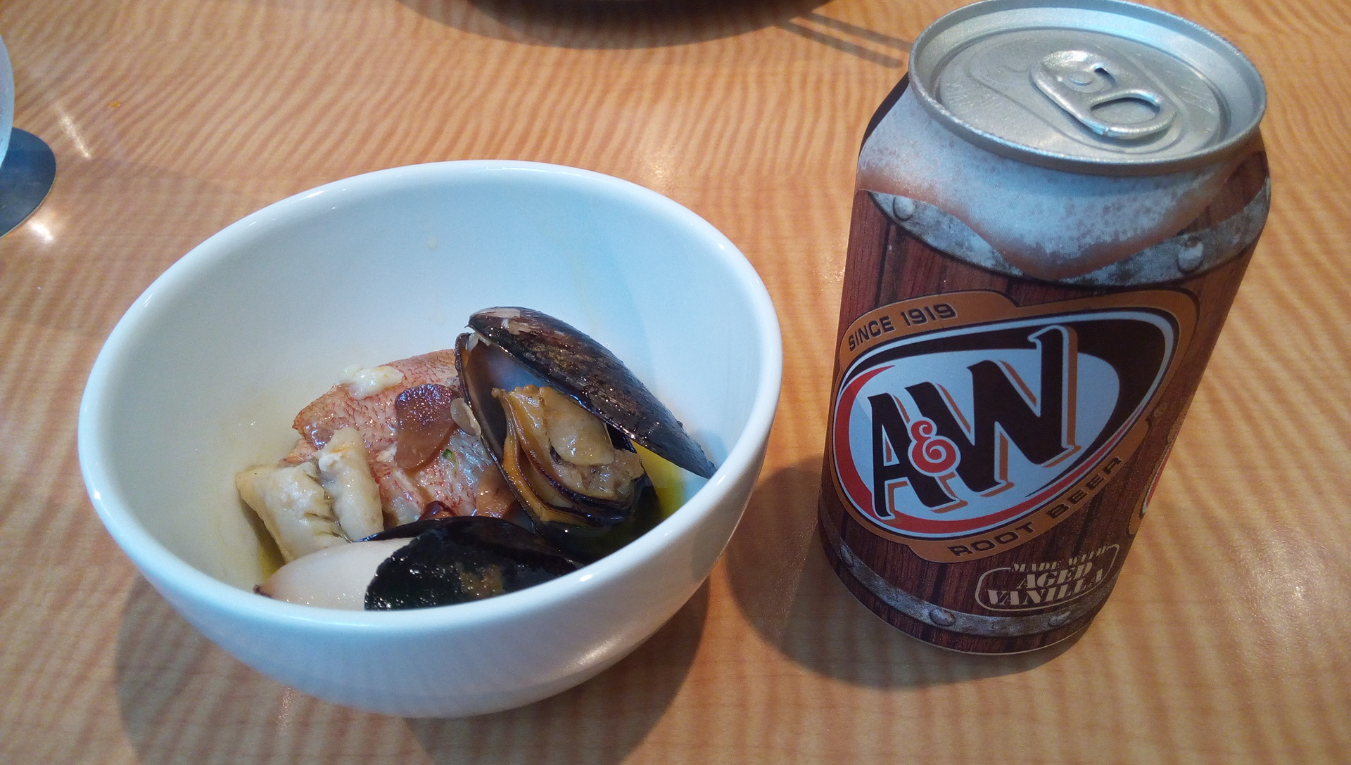 seafood Ahijyo and root beer