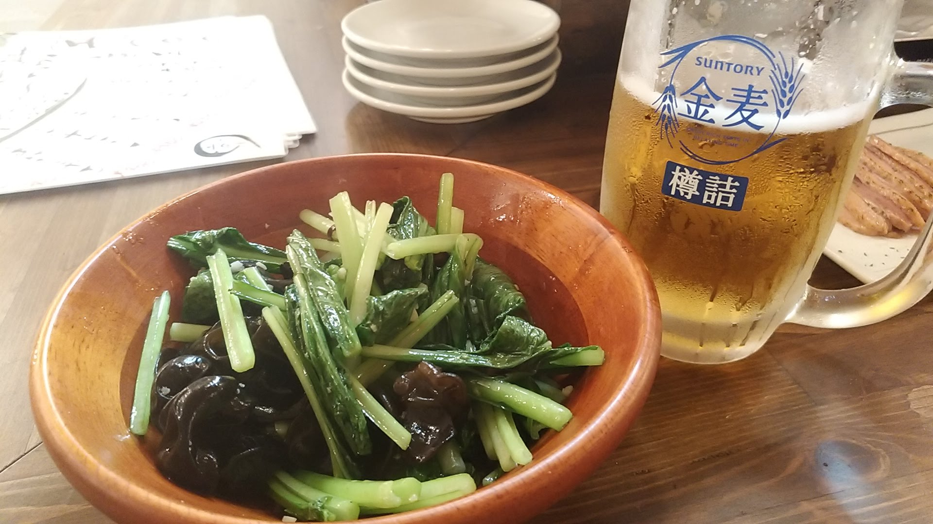 Stir-fried fresh green vegetables and jellyfish