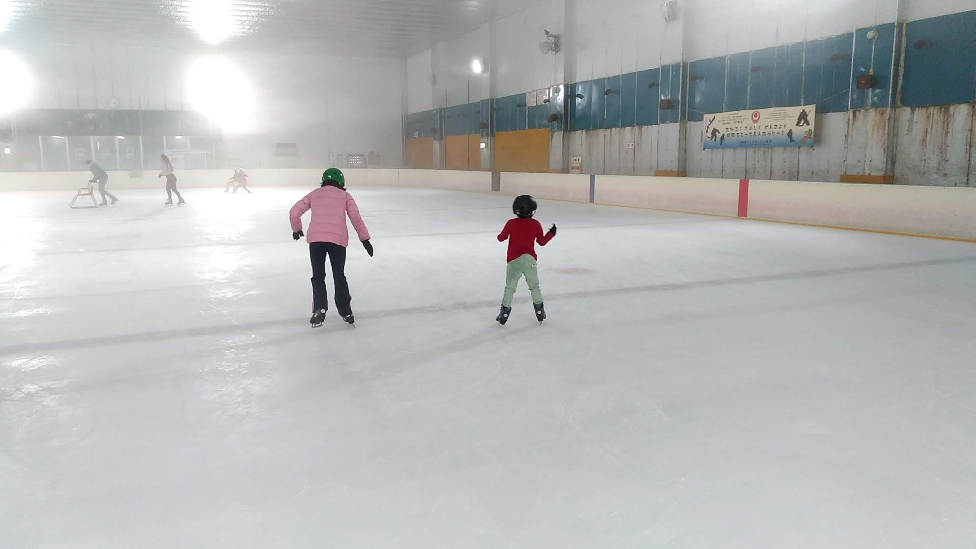 Even children who had been struggling with ice skating in the first place could now slip slightly without handrails after about two hours