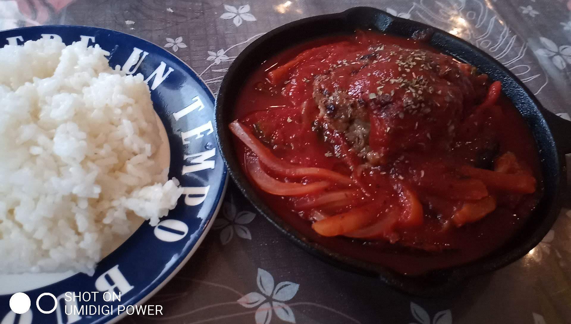 Hamburg and Tomato Pazza with Plenty of Vegetables