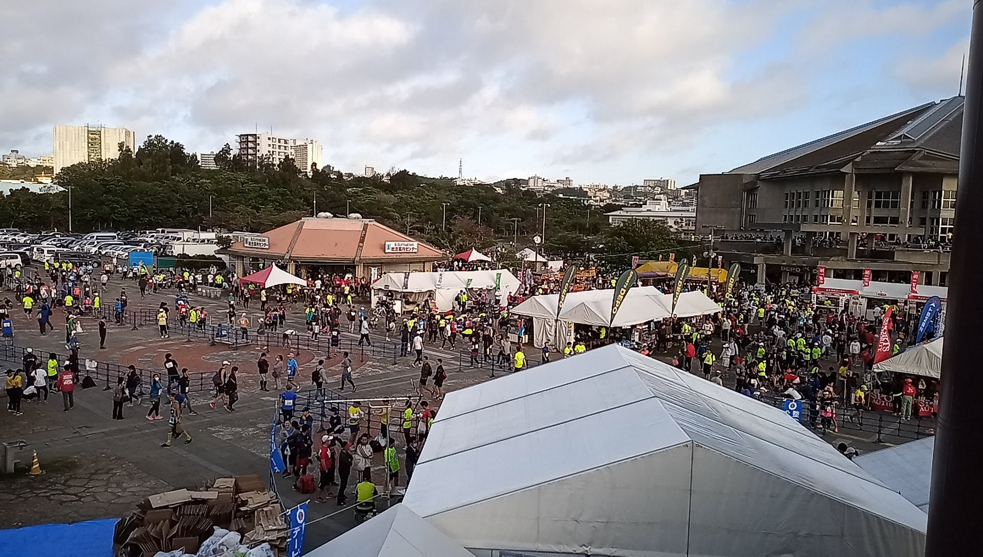 before starting, runners gather one after another